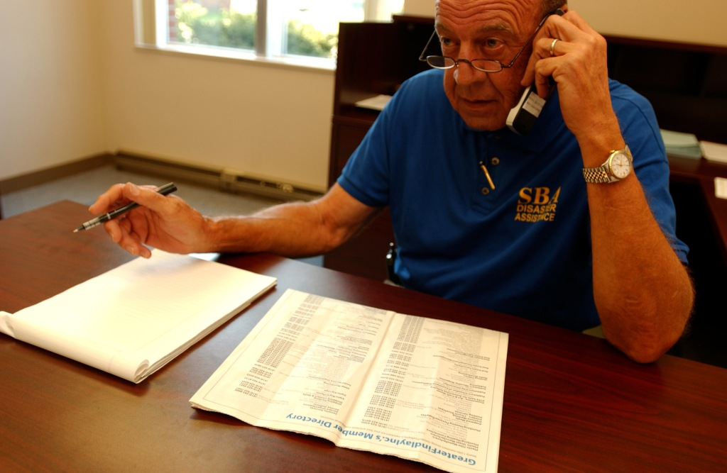 fema_-_33005_-_sba_representative_on_the_phone_making_calls_in_ohio